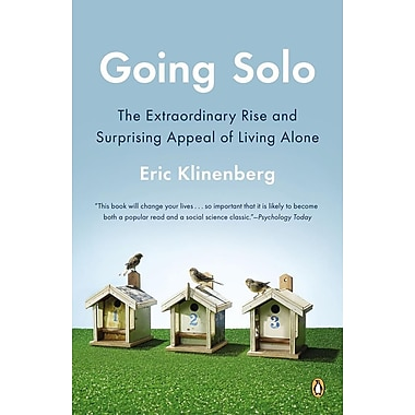 Going Solo: The Extraordinary Rise and Surprising Appeal of Living Alone Paperback