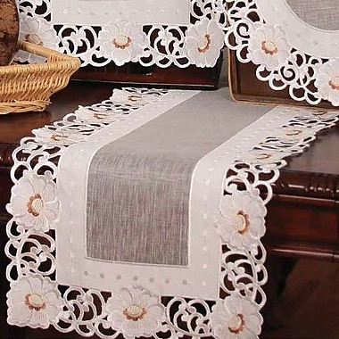 Xia Home Fashions Victorian Elegance Table Runner; 16'' x 34''