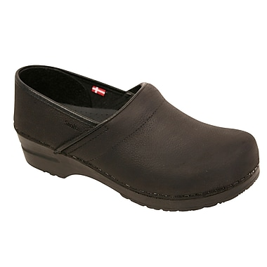 Sanita Footwear Women's Professional Lisbeth Closed Oil Leather Clog 5.5-6