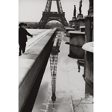 Reflet de la Tour Eiffel, toile tendue, 24 po x 36 po
