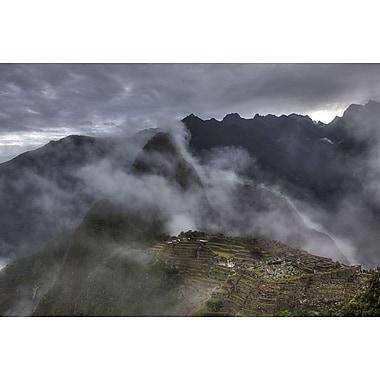 Montagnes brumeuses du Machu Picchu de Nalbandian, toile, 24 x 36 po