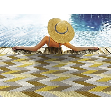 StyleHaven-Chevron Grey/ Gold Indoor/Outdoor Machine-made Polypropylene Area Rug (3'7