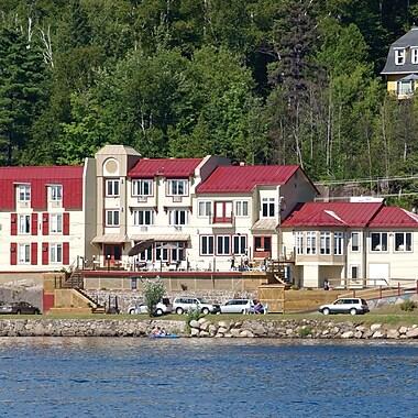 Auberge Lac des Sables Lakeside Getaway, Ste-Agathe-des-Monts, QC