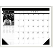HOUSE OF DOOLITTLE                                 Black On White Desk Pad Calendar