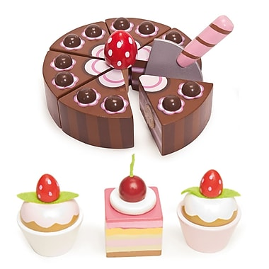 Le Toy Van Cake Set: Chocolate Cake and Three Petits Fours