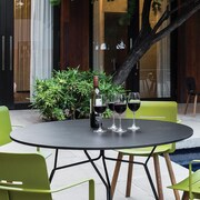 OASIQ Serac 105 Dining Table; Anthracite/Black