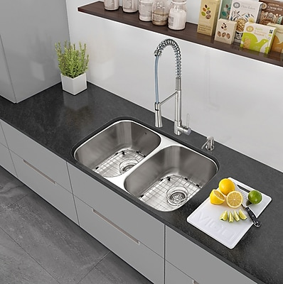 Vigo 32'' x 18.5'' Undermount 50/50 Double Bowl 18 Gauge Stainless Steel Kitchen Sink w/ Faucet WYF078279160656