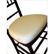 Midas Event Supply Legacy Wood Base Fabric Seat Pad; Ivory Brocade