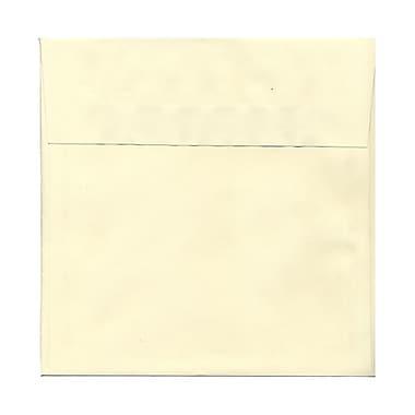 JAM PaperMD – Enveloppes carrées Strathmore pour livrets, fini vélin avec ferm. gommée, 8 1/2 x 8 1/2 po, ivoire, paquet de 1000