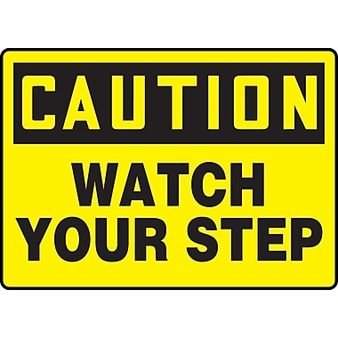 Accuform Signs® - Panneau de sécurité « CAUTION WATCH YOUR STEP », 7 po x 10 po, plastique