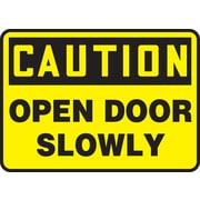Accuform Signs® - Panneau de sécurité « CAUTION OPEN DOOR SLOWLY », 7 po x 10 po