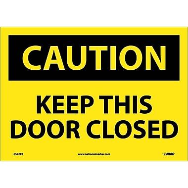Panneau Caution, Keep This Door Closed, 10 x 14 po, vinyle adhésif