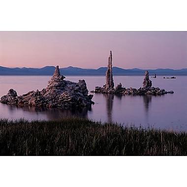 Vue scénique du lac Mono aux États-Unis, toile tendue, 24 x 36 po