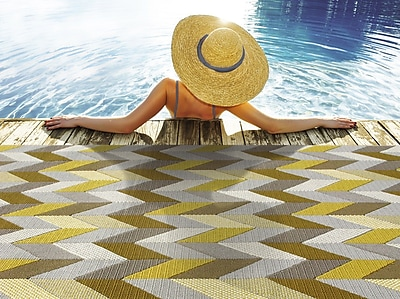StyleHaven-Chevron Grey/ Gold Indoor/Outdoor Machine-made Polypropylene Area Rug (6'7