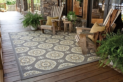 StyleHaven-Floral Grey/ Gold Indoor/Outdoor Machine-made Polypropylene Area Rug (5'3