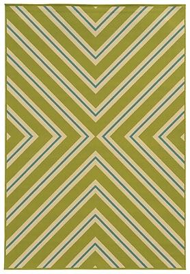 "StyleHaven - Geometric Green/ Ivory Indoor/Outdoor Machine-Made Polypropylene Area Rug (7'10"" X 10'10"")"