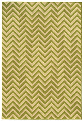 Chevron Green/ Ivory Indoor/Outdoor Machine-made Polypropylene Area Rug (7'10