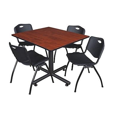 Regency – Table de salle de pause ronde Cain de 48 po grise avec 4 chaises empilables M noires (TKB4848CH47BK)
