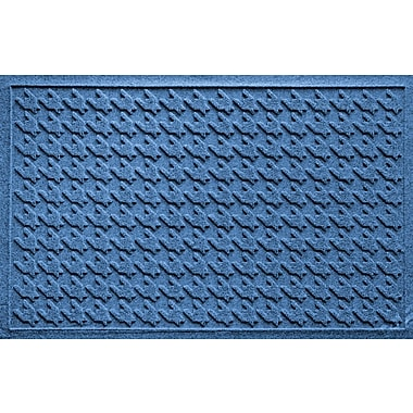 Bungalow Flooring Aqua Shield Houndstooth Doormat; Medium Blue