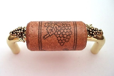 Vine Designs LLC Vineyard 3'' Center Bar Pull; Brass/Cherry/Gold