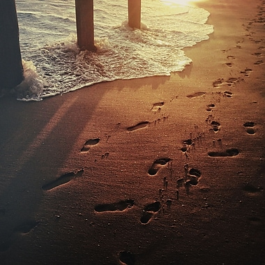 3 Panel Photo Footprints by The Water by Dirka Photographic Print on Wrapped Canvas