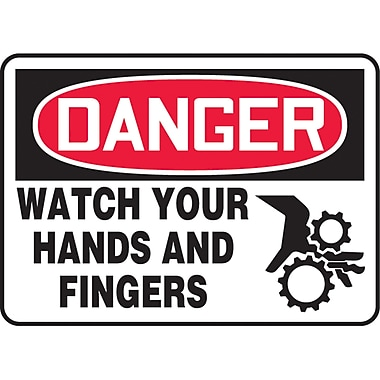 Safety Signs and Identification, Equipment, Danger; Watch your hands and fingers, SAU086