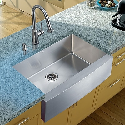 Vigo 33'' x 22'' Farmhouse/Apron Kitchen Sink w/ Astor Faucet, Grid, Strainer and Soap Dispenser