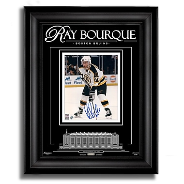 Archival Etched GlassMC – Photo en verre gravé signée par Raymond Bourque des Bruins de Boston, 8 x 10 po, ltée/99