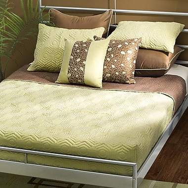 Wildon Home Damzel Reversible Quilt Set; Twin