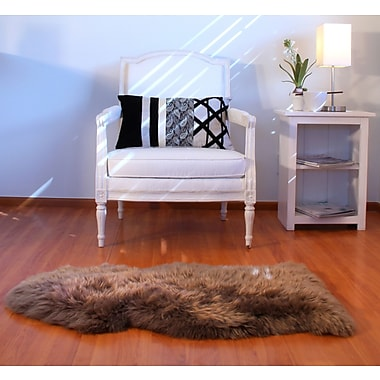 Bowron Sheepskin Paco Star Area Rug; Rectangle 2' x 3'