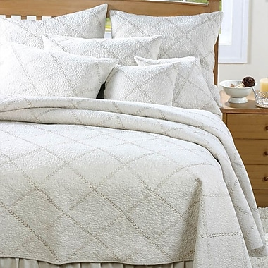 Amity Home Windsor Quilt; King