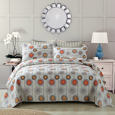 DaDa Bedding Reversible Quilt Set; Queen