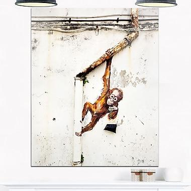 Art mural en métal, bébé orang-outan suspendu d'un tuyau, 12 x 28 (MT6969-12-28)