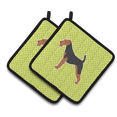 Caroline's Treasures Airedale Terrier Checkerboard Potholder (Set of 2); Green