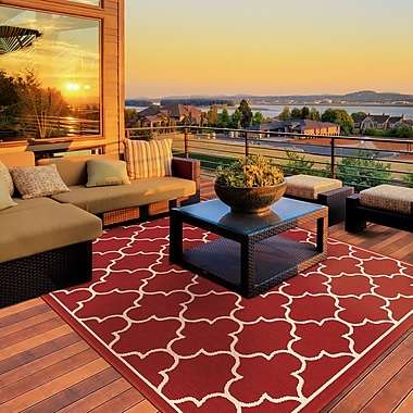 Charlton Home Duncan Red/Ivory Indoor/Outdoor Area Rug; 6'7'' x 9'6''