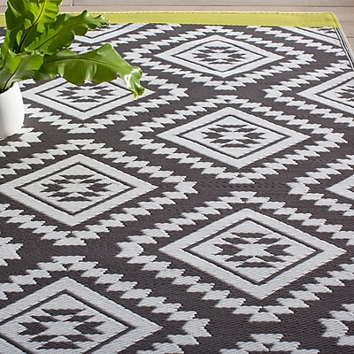 Fab Habitat World Collection Gray/White Indoor/Outdoor Area Rug; Rectangle 5' x 8'