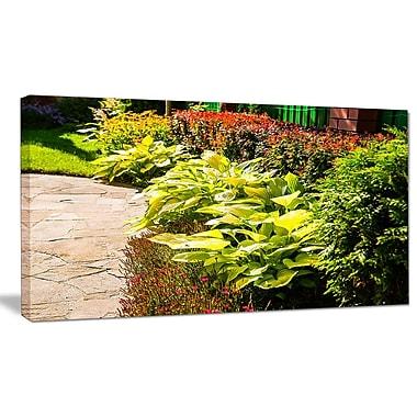 DesignArt 'Modern Green Garden Design' Photographic Print on Wrapped Canvas; 20'' H x 40'' W x 1'' D