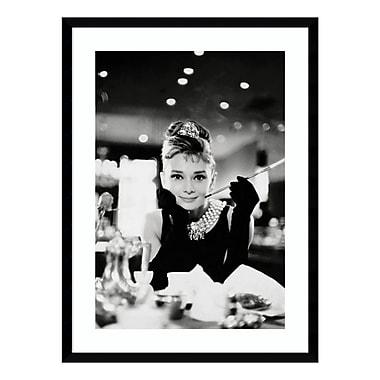 Amanti Art – Reproduction encadrée d'Audrey Hepburn dans « Diamants sur canapé », 23 x 31 po (DSW3582238)