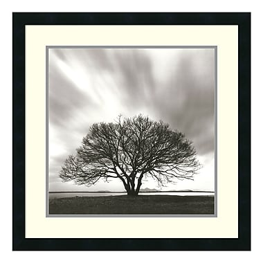 Amanti Art – Reproduction encadrée de « Night Clouds » par Michael Kenna, 25 x 25 po (DSW114075)
