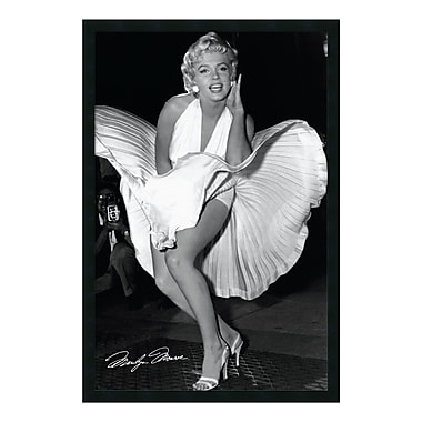 Amanti Art – Reproduction encadrée de « Marilyn in New York, 1954 » par Matthew Zimmerman, 26 x 38 po (DSW01606)