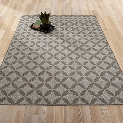 Berrnour Home Summer Geometric Star Natural Gray Indoor/Outdoor Area Rug; 5'3'' x 7'3''