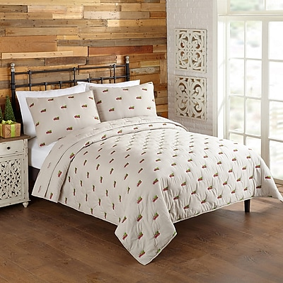 The Holiday Aisle Holiday Wagon and Tree Quilt Set; King