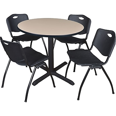 Regency Seating – Table ronde Cain de 36 po, beige avec 4 chaises empilables, noir (TB36RNDBE47BK)