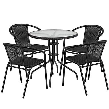 Table ronde en verre et en métal 28 po avec bordure en rotin noir et 4 chaises empilables en rotin noir (TLH-087RD-037BK4-GG)