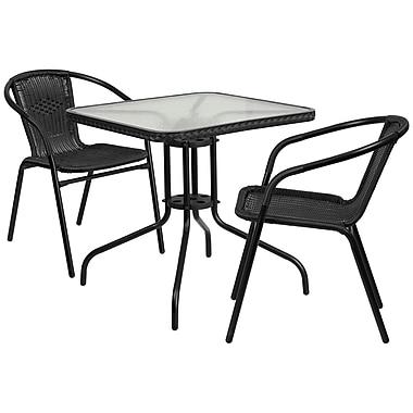 Table carrée de 28 po en verre et en métal, bordure en rotin noir et 2 chaises empilables en rotin noir (TLH-073SQ-037BK2-GG)