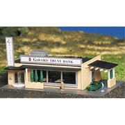 Bachmann N Drive-In Bank with Figures Built-Up (SPWS4367)