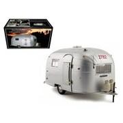 Motorcity Classics Aluminum Camper Trailer 1-18 Diecast Model (Dtdp2482)