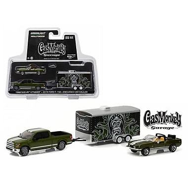 Greenlight 1 by 64 Scale Diecast 2015 Ford Green Green with Enclosed Car Hauler Model Cars (DTDP2874)