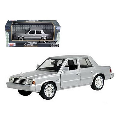 Motormax 1983 Plymouth Reliant Silver 1-24 Diecast