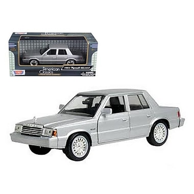 Motormax 1983 Plymouth Reliant Silver 1-24 Diecast Car Model (DTDP592)